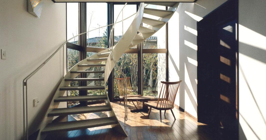 光のらせん階段をもつ家