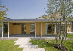 田園のコートハウス