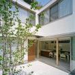 岡崎のコートハウス タイルの中庭