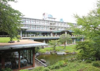 東京国際文化会館と植治の庭園