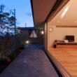 高座台のツインハウス 庭(夜)