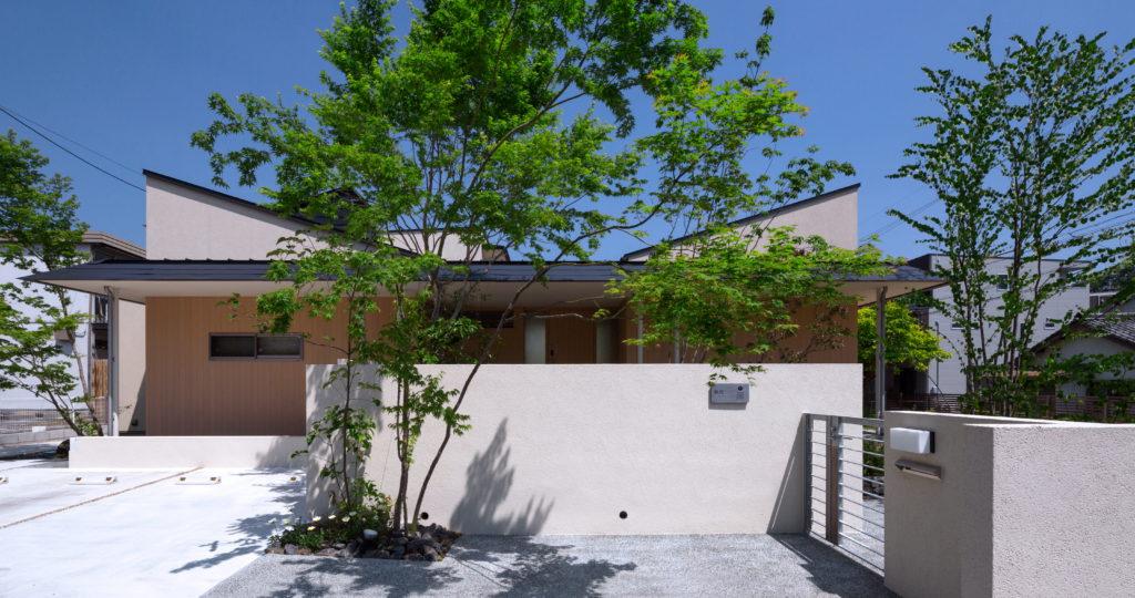 岡崎の水平庇の家