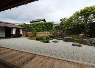 京都 大徳寺興臨院(つづき) 方丈から庭を見る