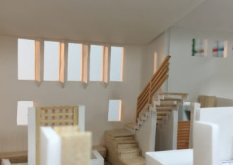 R19沿いの家 南面5連続窓の狭間につけた反射板の効果