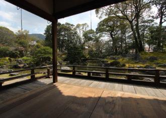 醍醐寺三宝院 表書院泉殿から庭園に入る