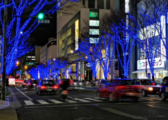 栄・大津通の樹木にブルーの電飾