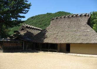 箱木千年家をみてはるか昔の竪穴住居に思いを馳せる