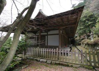 上醍醐の清瀧宮拝殿 山の斜面に建築を建てる