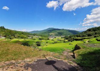 棚田と農村集落そして里山 三拍子そろった美しい景観 坂折棚田