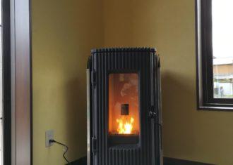 簡便に炎が得られるペレットストーブ
