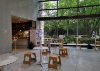 愛知県図書館1階ホワイエに喫茶コーナー